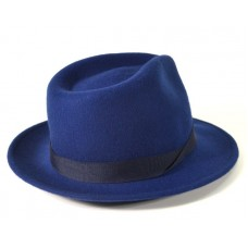Синяя шляпа с большими полями